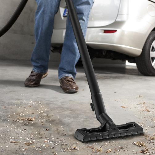 Optimally developed floor nozzle